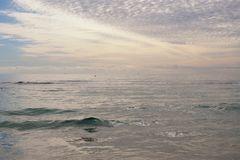 früh morgens zu einem Käffchen ans Meer
