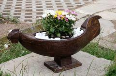 früher ein Opferhuhn - heute Blumenkübel