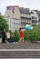 Frühmorgens ins Paris: Modefotografie mit Ballons