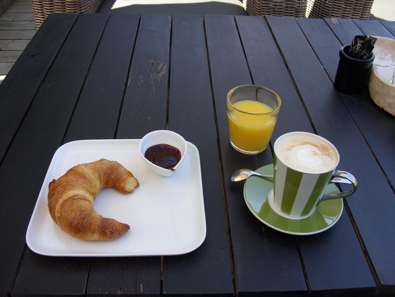 Frühstück im Gartenhaus...