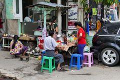 ...frühstücken in Mandalay...