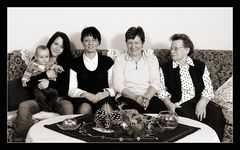 fünf Damen - fünf Generationen