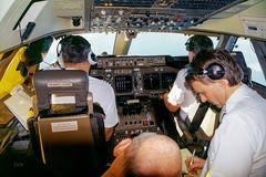 Fünf Mann im Flight Deck