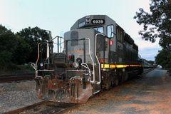 Für den nächsten Einsatz steht eine überholte EMD SD40-3 AWCR im Yard von Star bereit, NC, USA