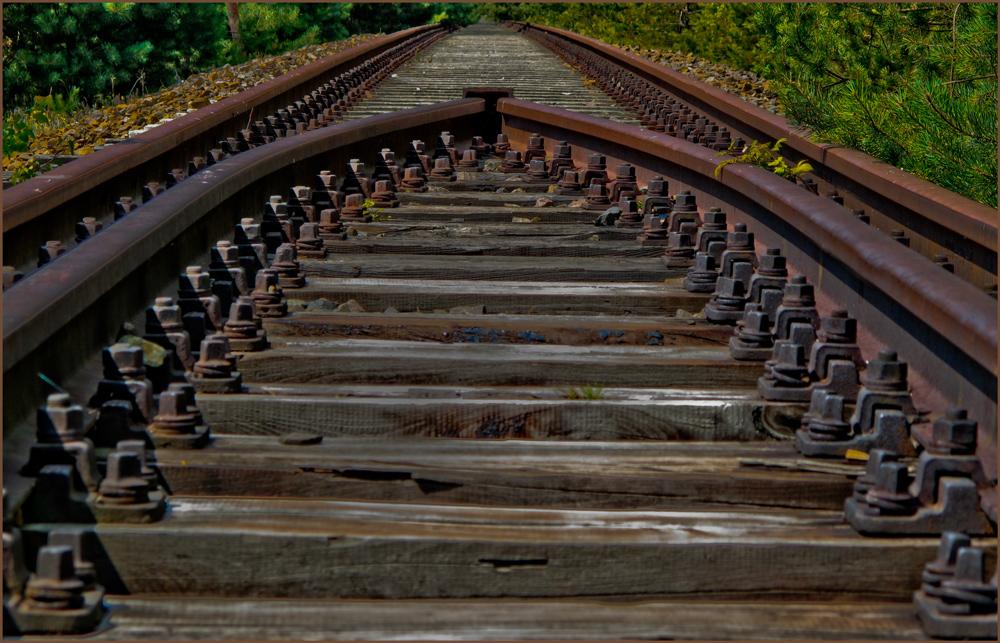 Für die Bahn wird`s langsam eng ...