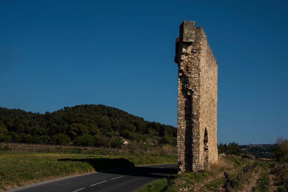 Für die Einen ist es nur eine Ruine - für die Anderen das wohl schmalste Chateau Frankreichs