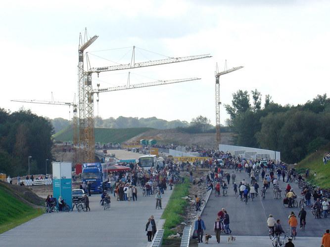 Für einen Tag der teuereste Fuss - u. Radweg der Republik die A 20 am 3. Oktober 2004