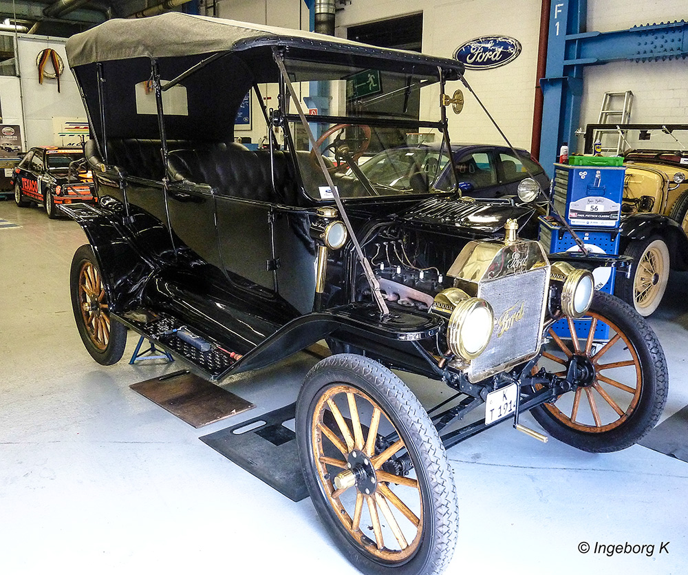 Für Oldtimerfan - ein uralter Ford - aber fahrtüchtig mit Zulassung