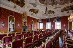 Fürstensaal mit Wandgemälden und viel Glitzer