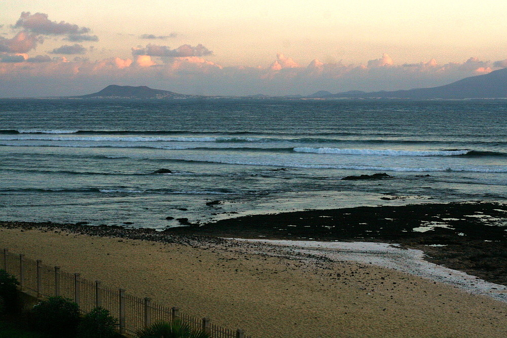 Fuerteventura: Blick auf Lanzarote am Abend