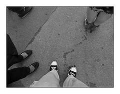 Füße und Spuren