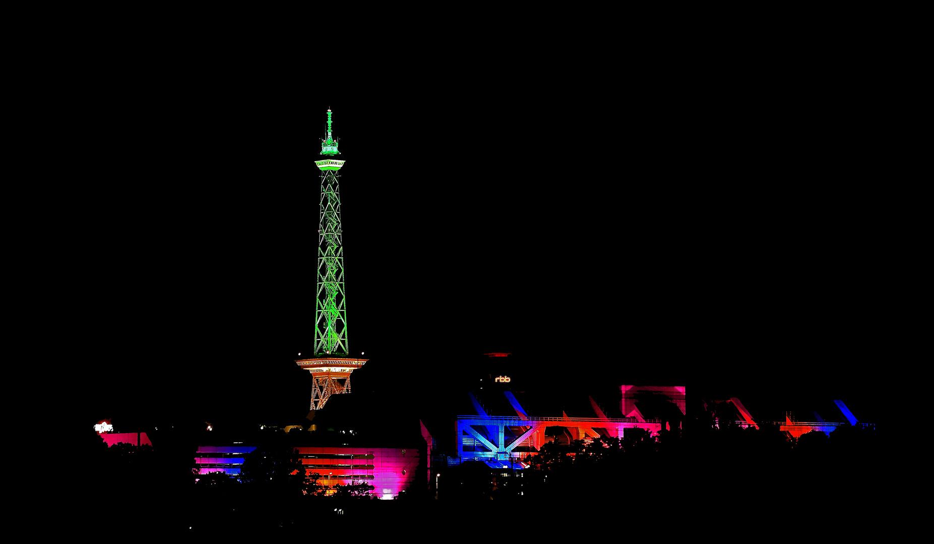 Funkturm bei Nacht