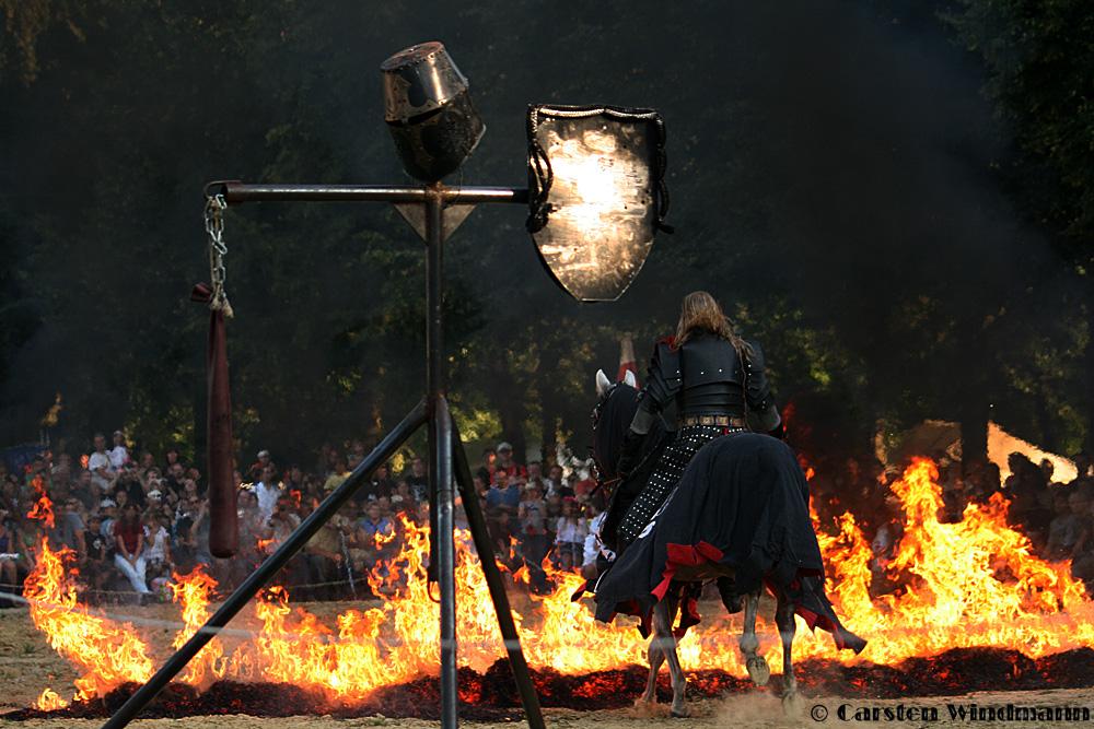 Furchtlos den Flammen entgegen