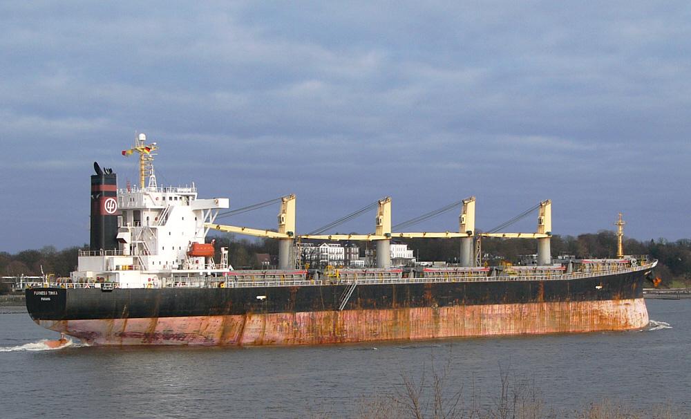Furness Timika auf der Elbe