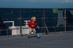 Fußball an Bord                   DSC_2746-2