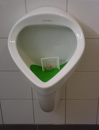 Fußball-Pinkeln