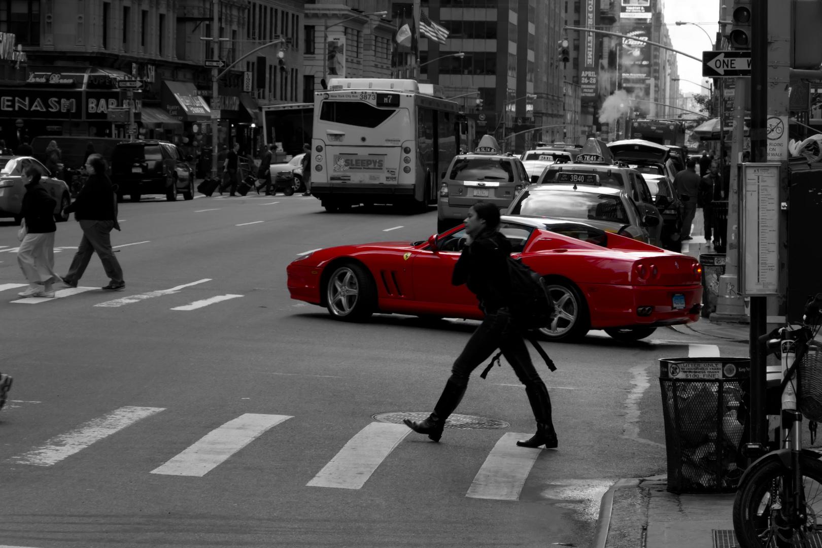 Fußgänger gegen Ferrari