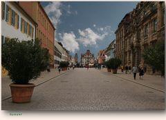 Fußgängerzone in Speyer mit Blick auf den Altpörtel (Turm)