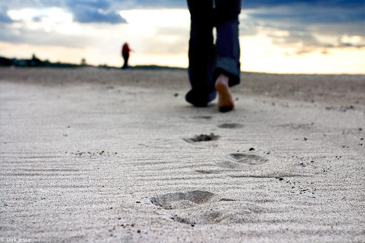Fußstapfen im Sand
