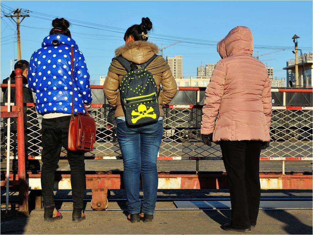 Fuxin 2013 - Begegnungen am Bahnübergang II
