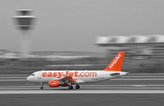 G-EZDC - easyJet - Airbus - A319