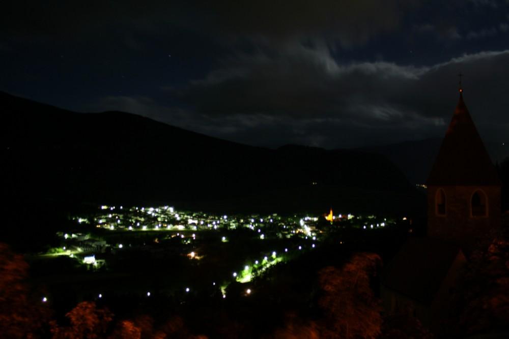 Gais (Südtirol) Nachts von Schloss Neuhaus