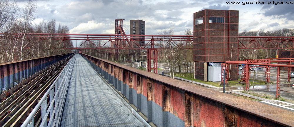 Gang über Zollverein