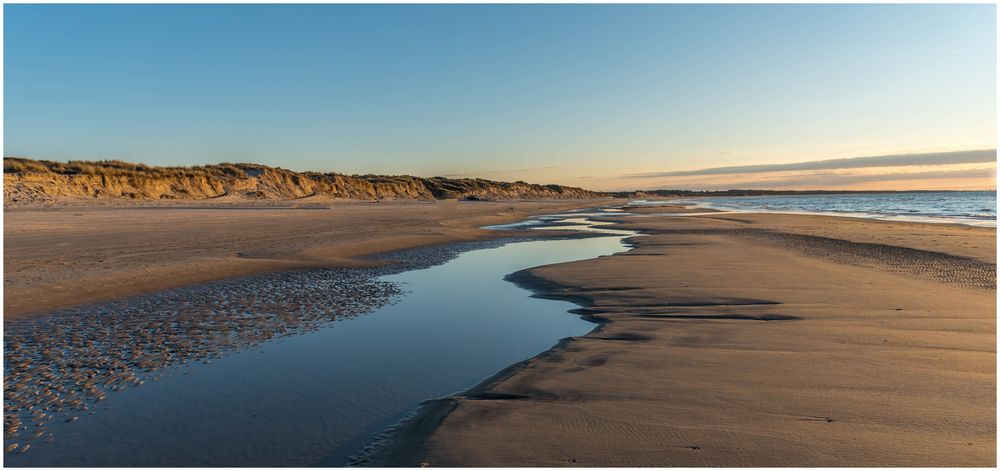 ganz leerer Strand