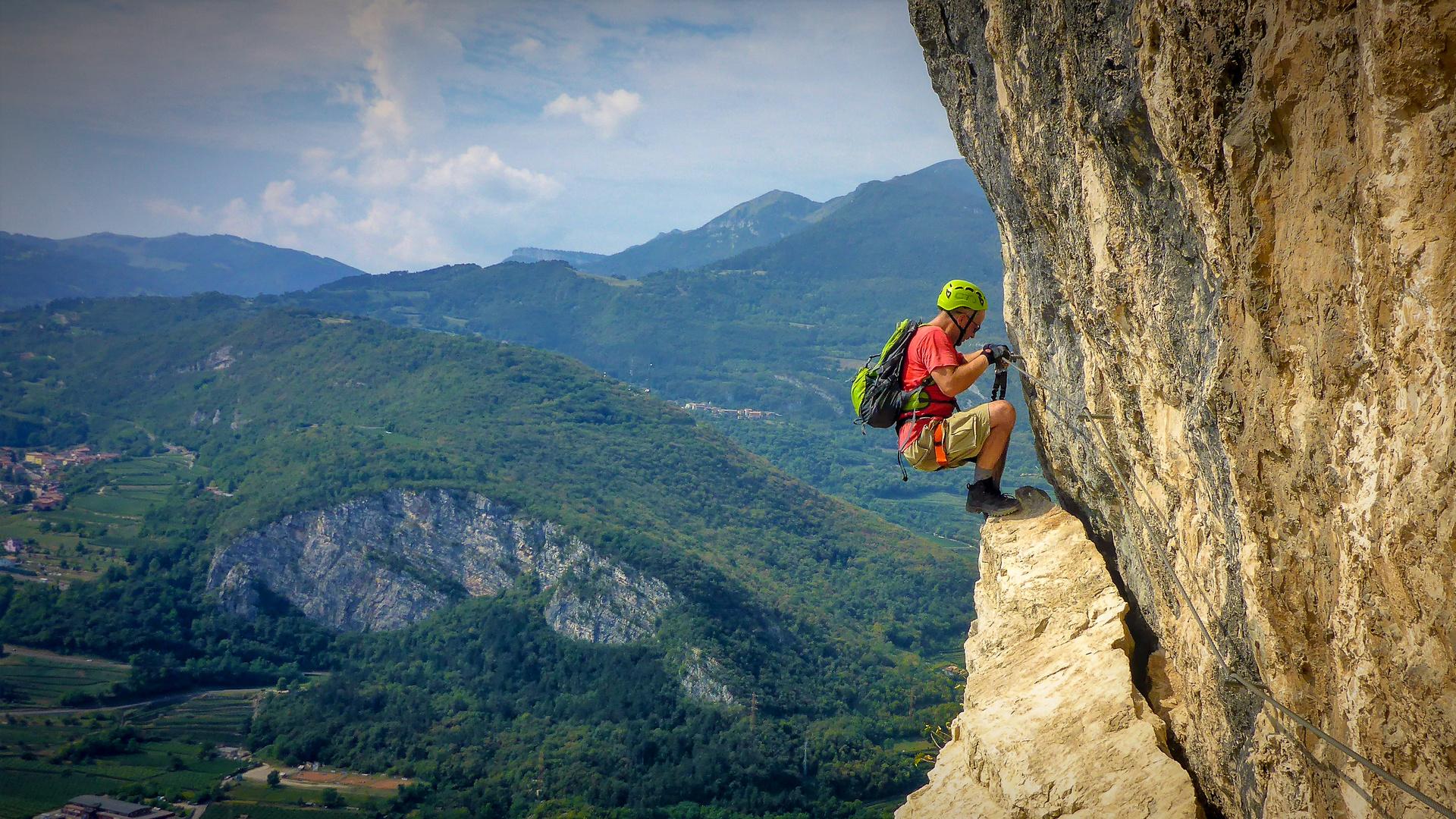 Klettersteig Gardasee : Gardasee klettersteig bei mori foto & bild eisenbahn