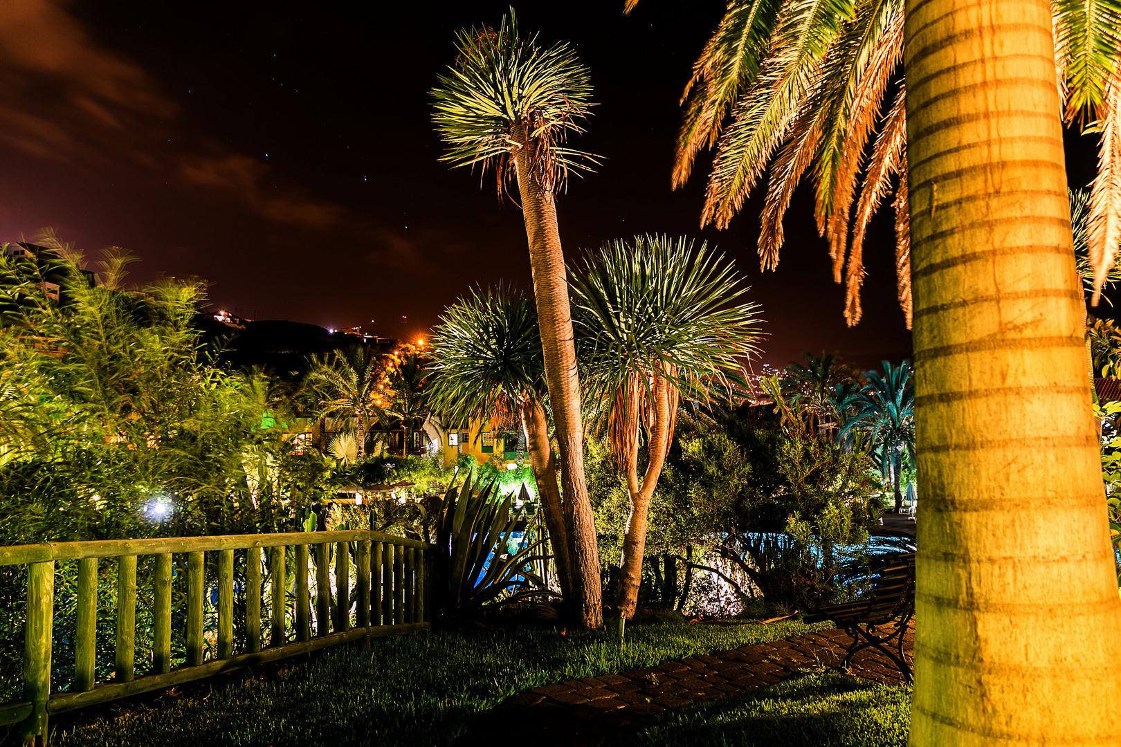 Garten der Hacienda San Jorge bei Nacht