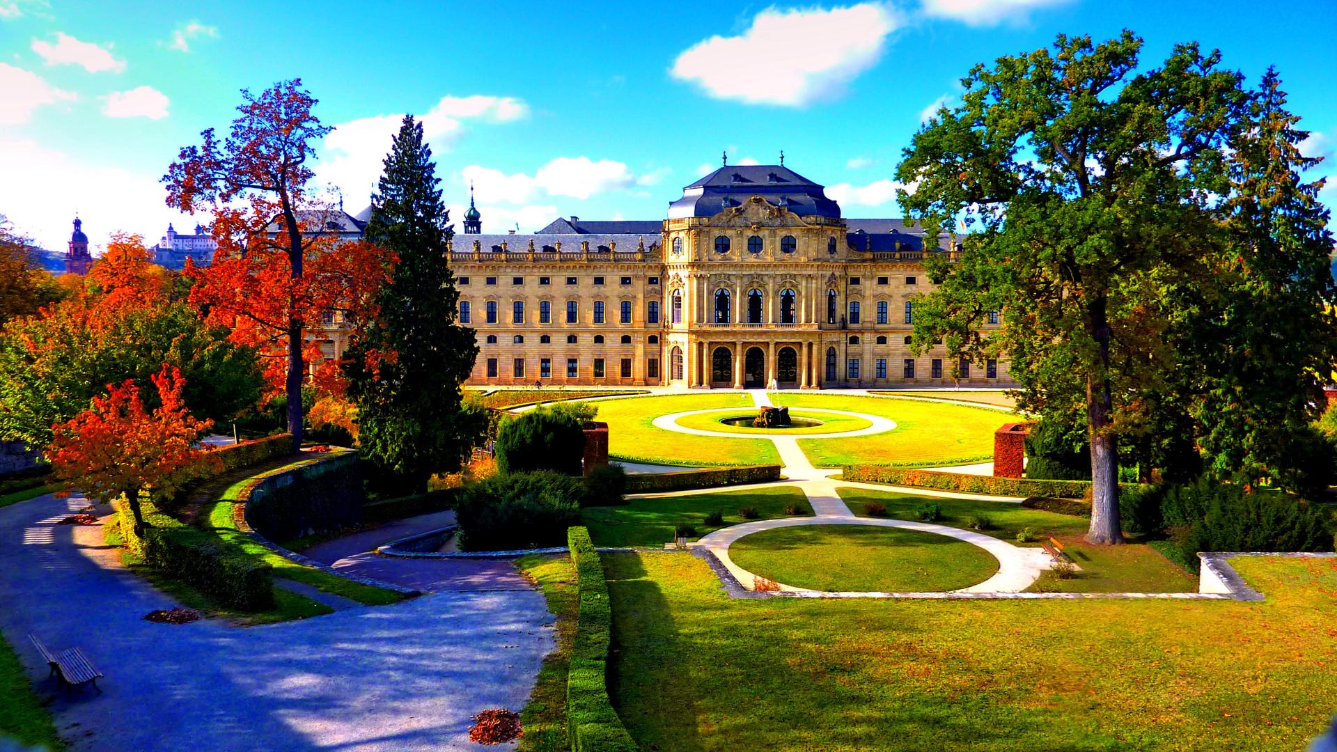 Garten der Residenz zu Würzburg im Herbst