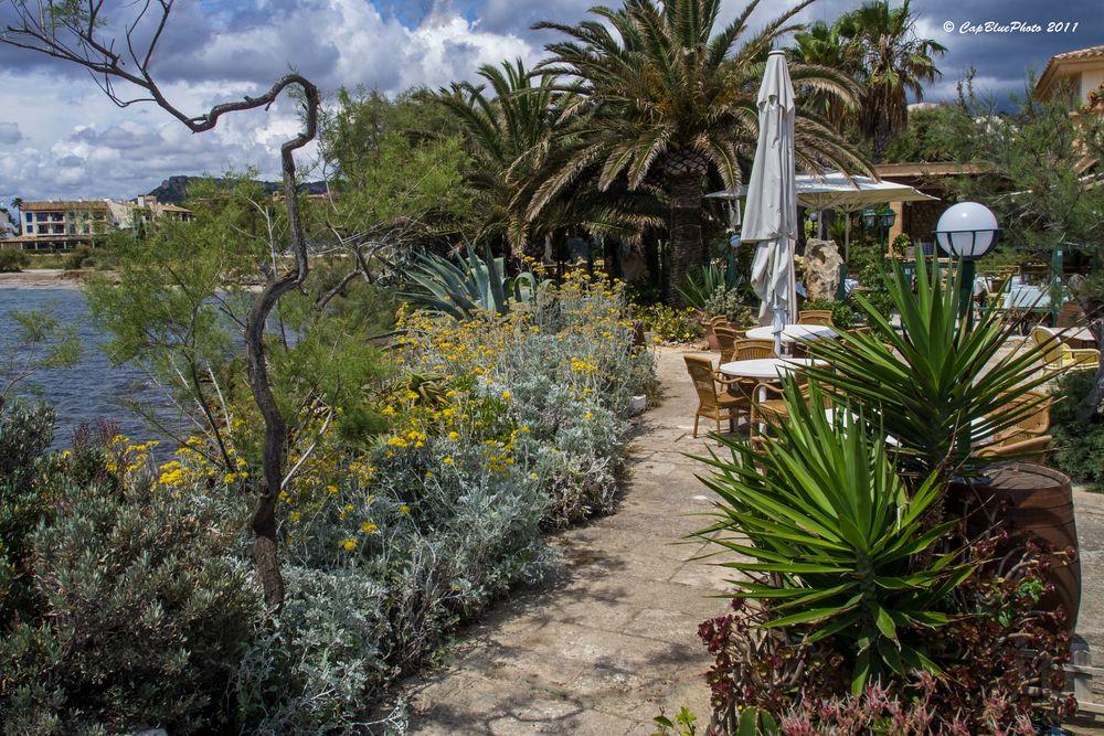 Garten des Cafe/Restaurant Sa Punta Son Servera