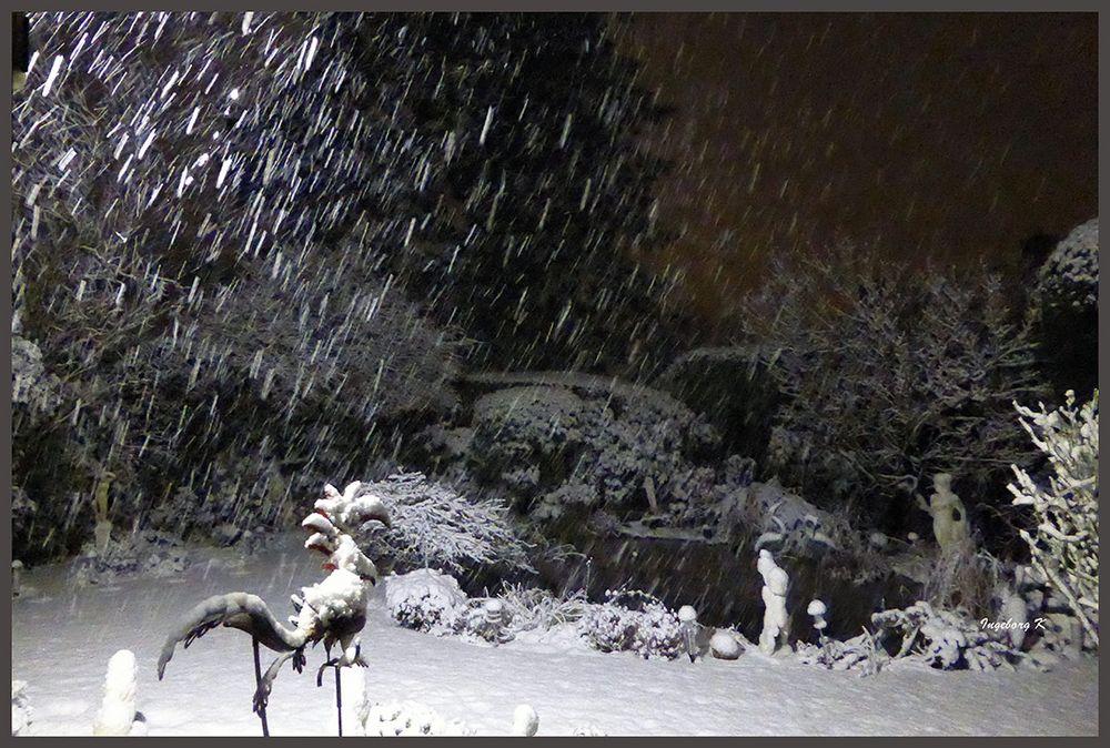 Garten es schneit