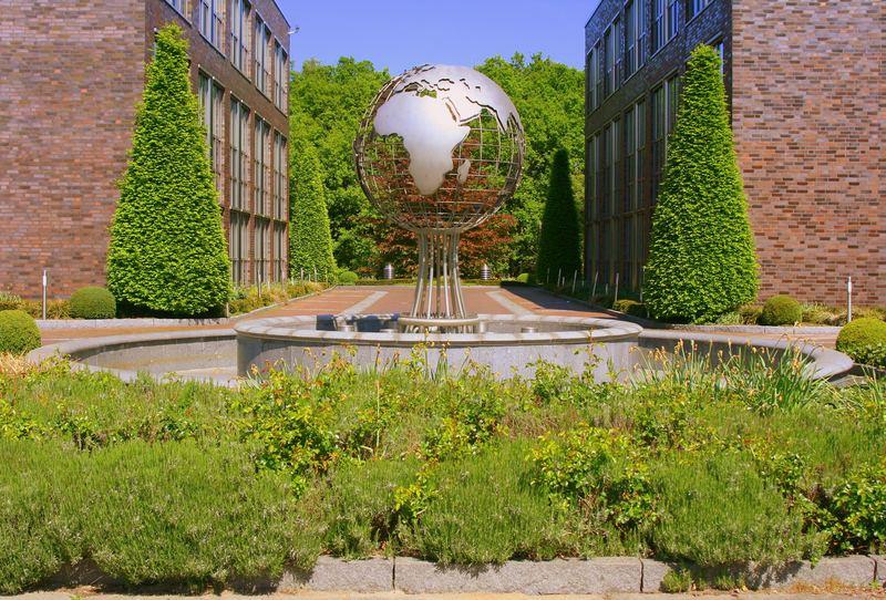 Gartentechnik & Bau by day Uni Bremen, Weltenkugel incl.