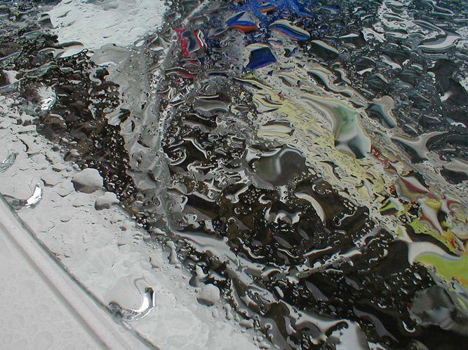 Gartentisch nach Sommerregen