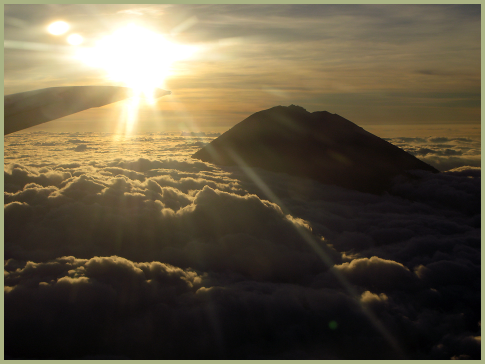 Garuda Indonesia- Mt.Agung 3142m