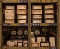 Gasreinigung West - Regal mit Messgeräten