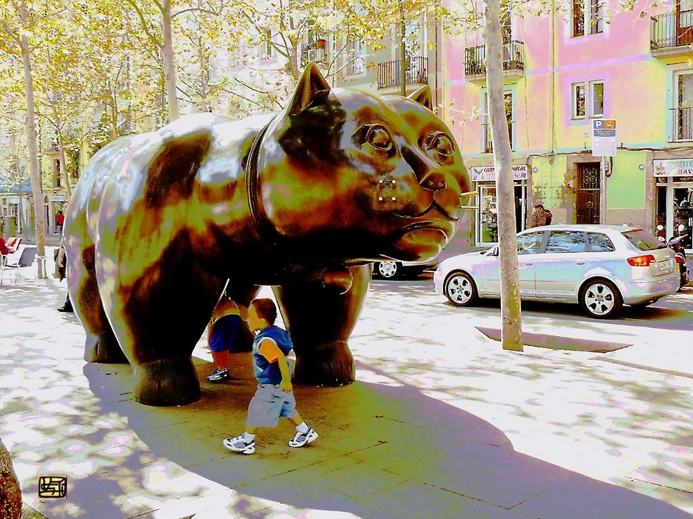 Gato monumental, escultura, en la Rambla del Raval. Barcelona
