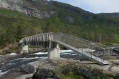 Gaular-Fjell_Likhole-Fossen_Brücke über den Fluss