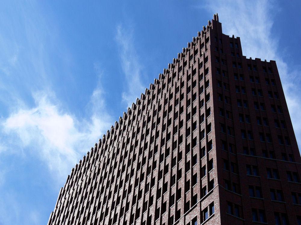 Gebäude mit Himmel