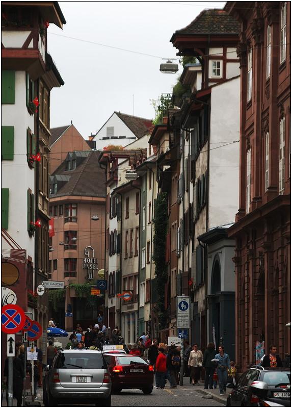 ... Gedränge in der Basler Innenstadt ...