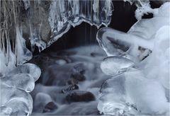 gefrierender Wasserlauf