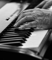 Gefühlvolle Finger sind an kein Alter gebunden..... #2194