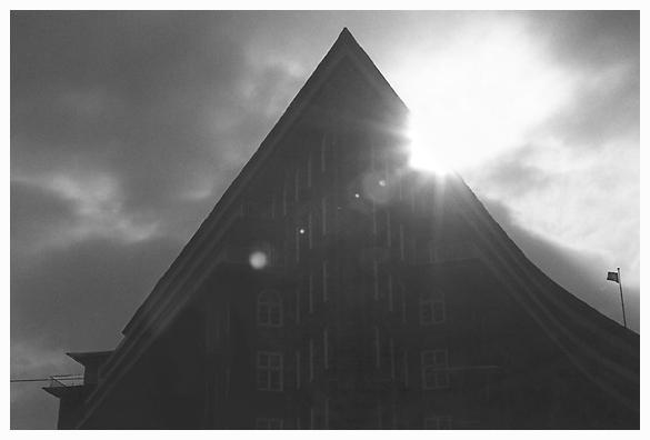 Gegenlicht (2)  -  Chilehaus, Hamburg