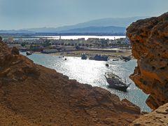 Gegenlichtblick zur Dhow-Werft in Sur