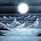 Geheimnisvolle Bergwelt bei Nacht.