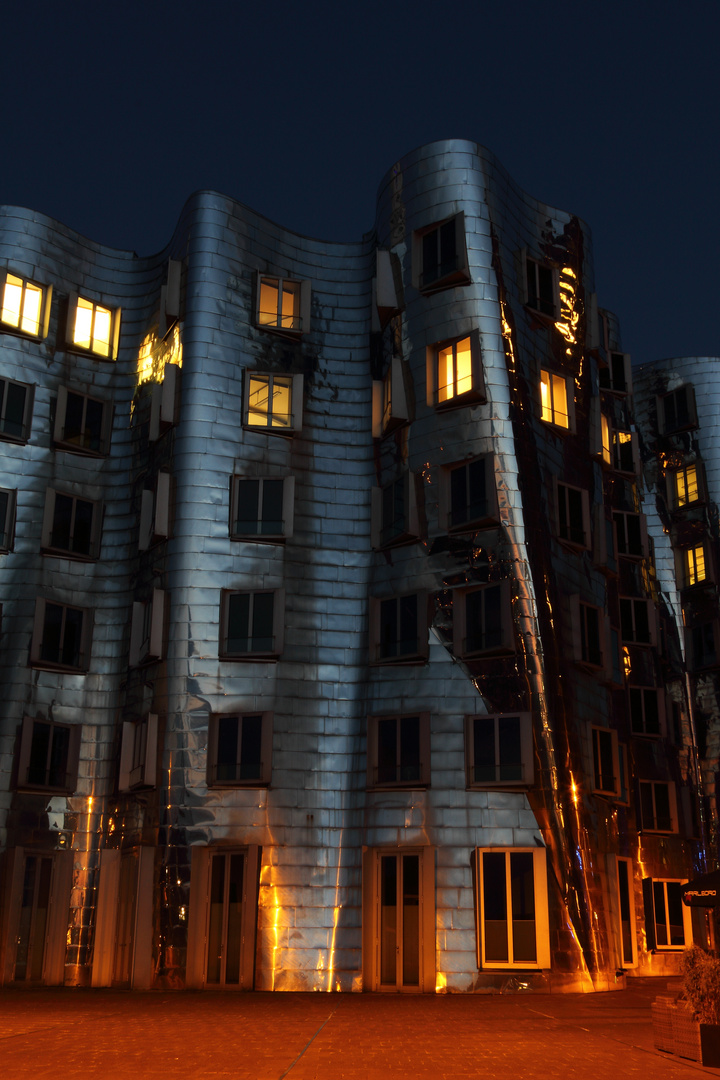 Gehry Bau, Düsseldorfer Medianhafen
