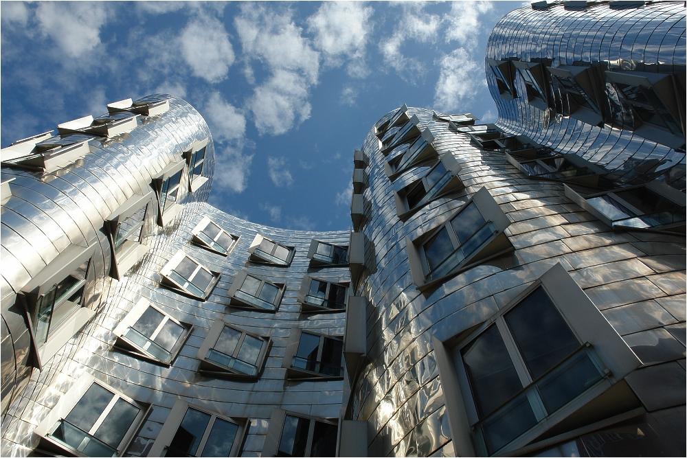 Gehry-Bau im Medienhafen von Düsseldorf