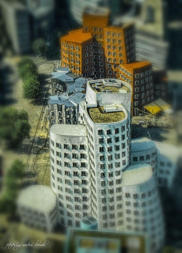 Gehry Bauten klein ?