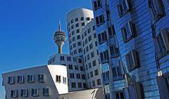 Gehry-Bauten und Rheinturm